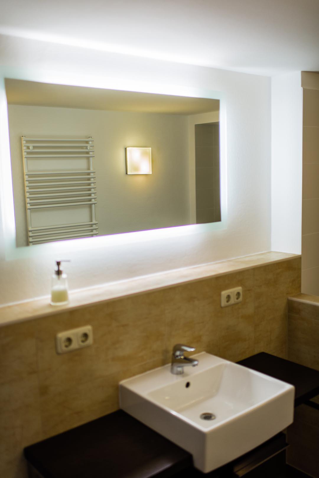 badezimmer flur ferienwohnung zum leutratal. Black Bedroom Furniture Sets. Home Design Ideas