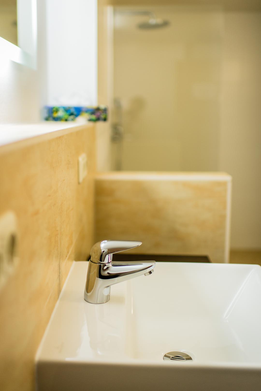 Badezimmer & Flur  Ferienwohnung zum Leutratal