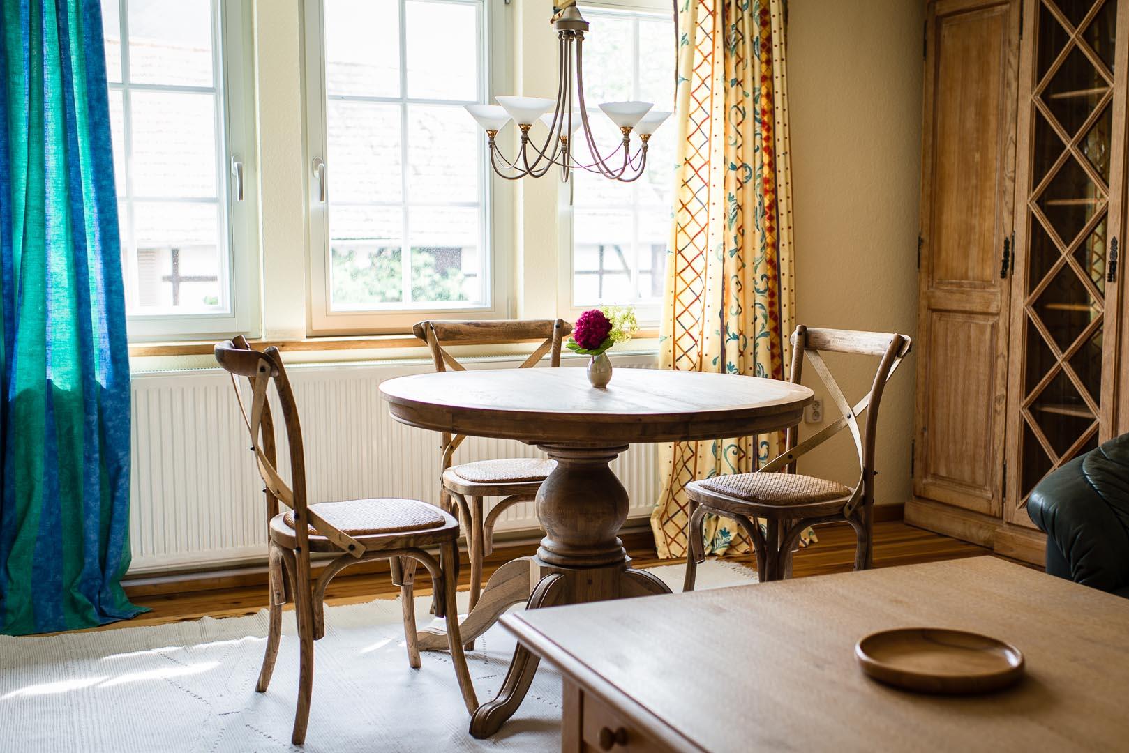 das wohnzimmer ferienwohnung zum leutratal. Black Bedroom Furniture Sets. Home Design Ideas